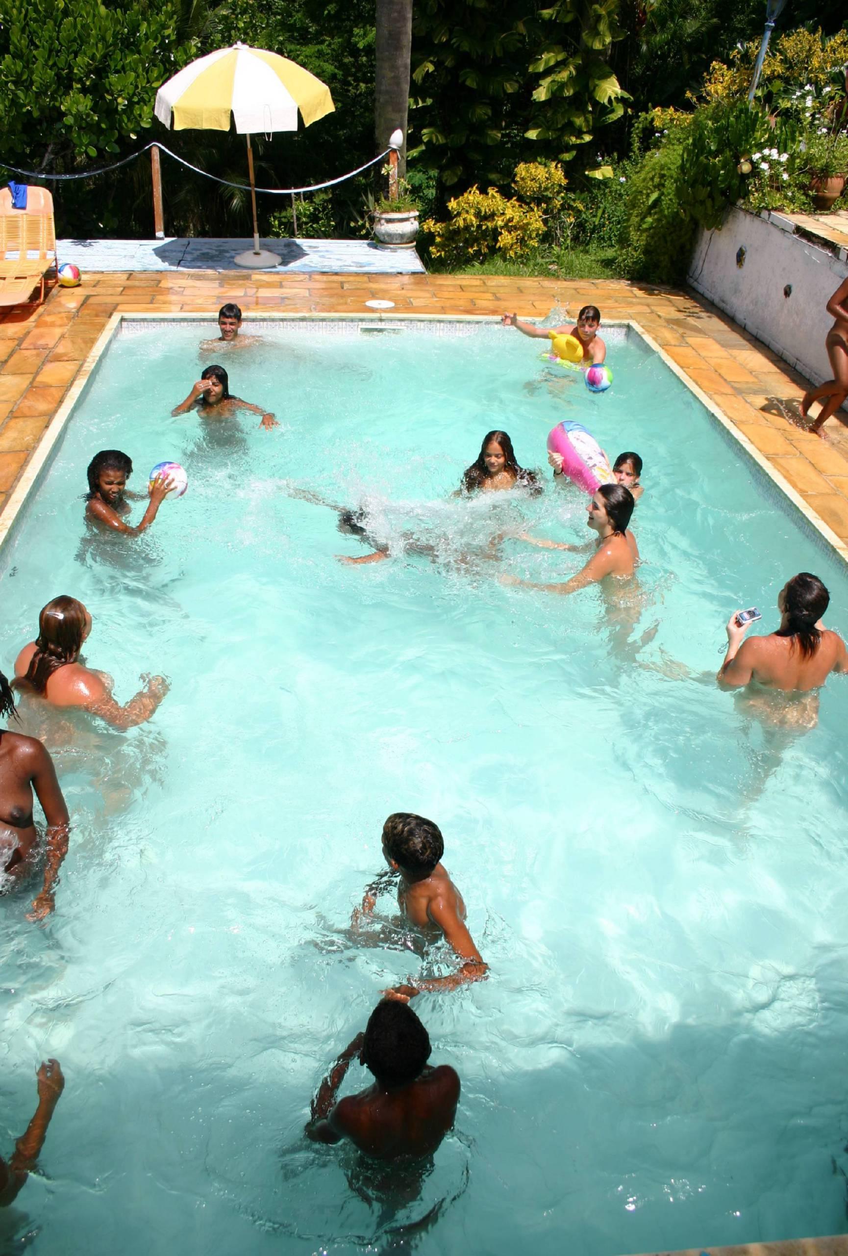 Brazilian Pool Group Shots - 3