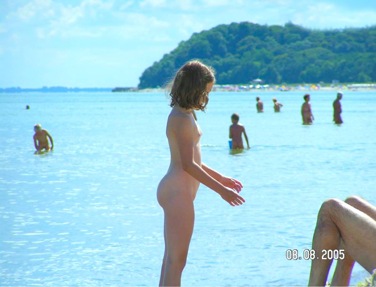 Nudist Gallery-Children and home nudism - 2