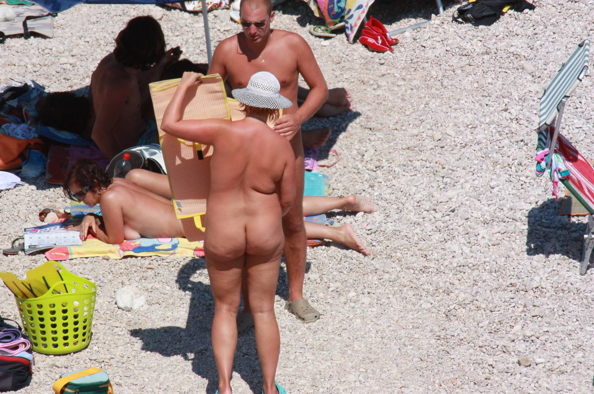 Pure Nudism Gallery-Family Beach Packing-Up - 3