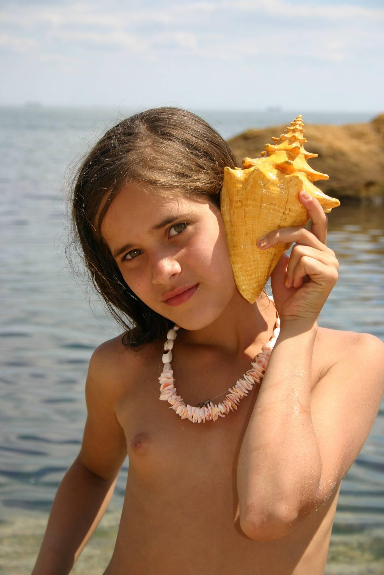Girl Nudist Shell Wonders - 1