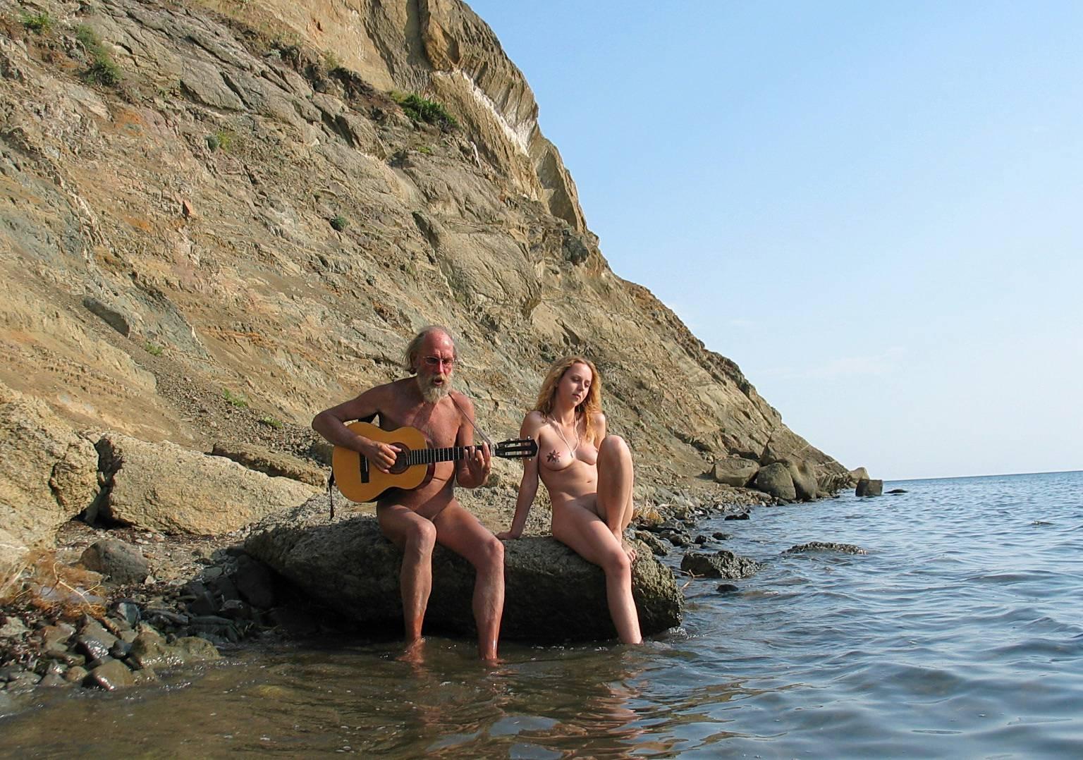 Purenudism Gallery-Guitarists Beach Tunes - 2