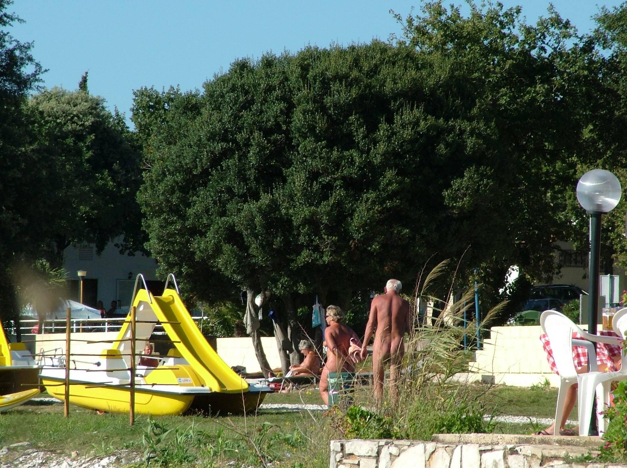 Pure Nudism-Naturist FKK Grass Shore - 1