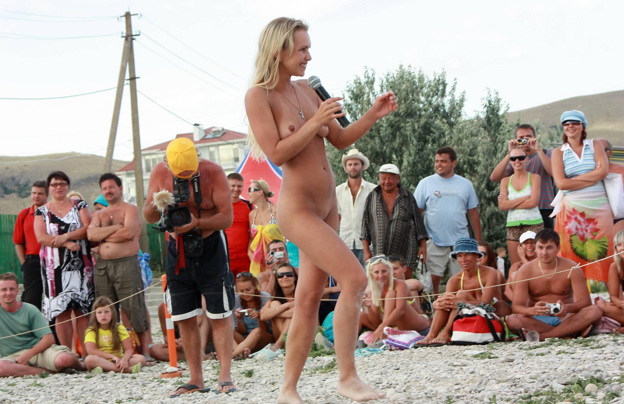Neptune Blonde Girl Dance - 4