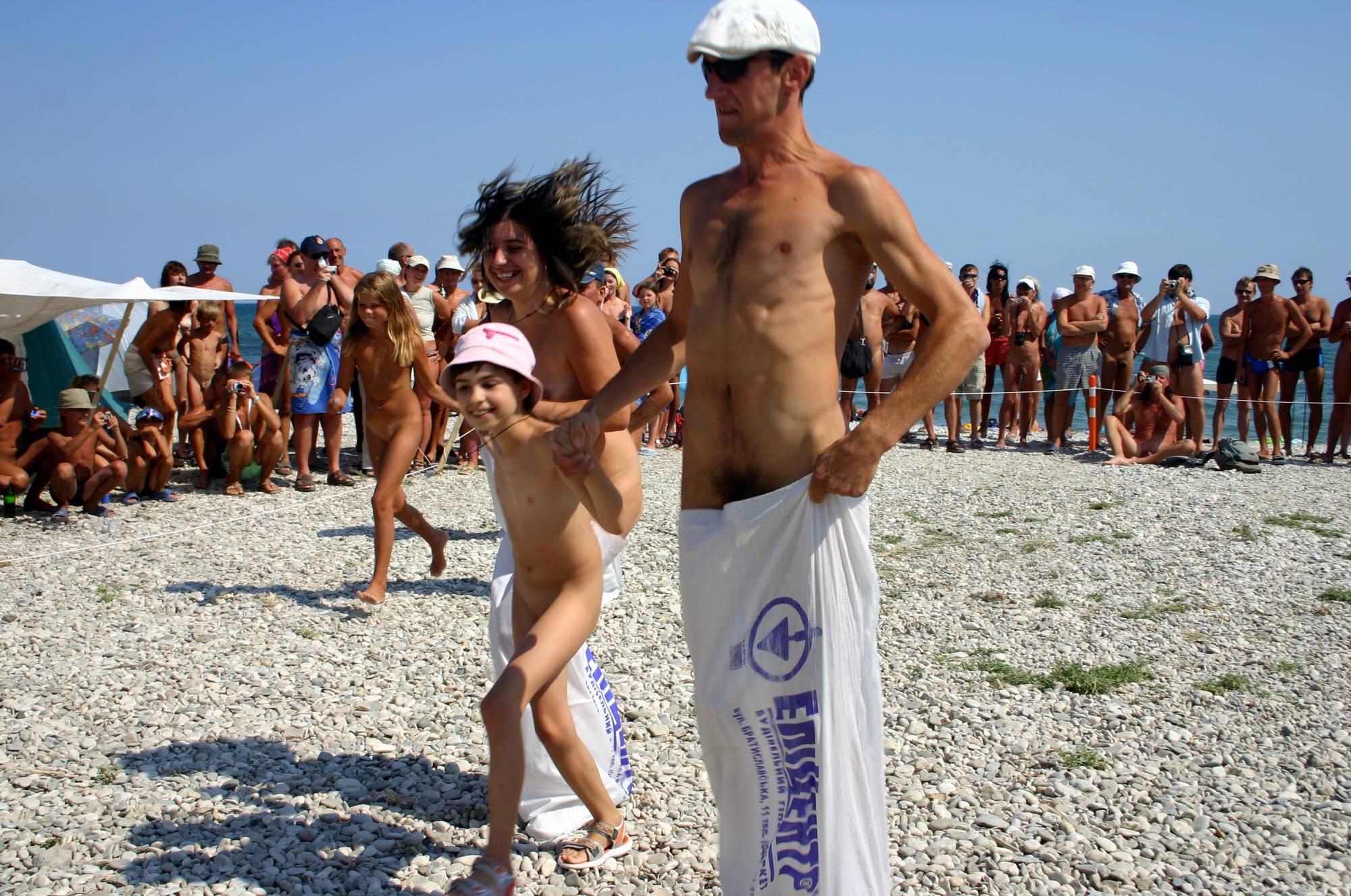 Purenudism Photos-Nude Jumping Bag Lineup - 1