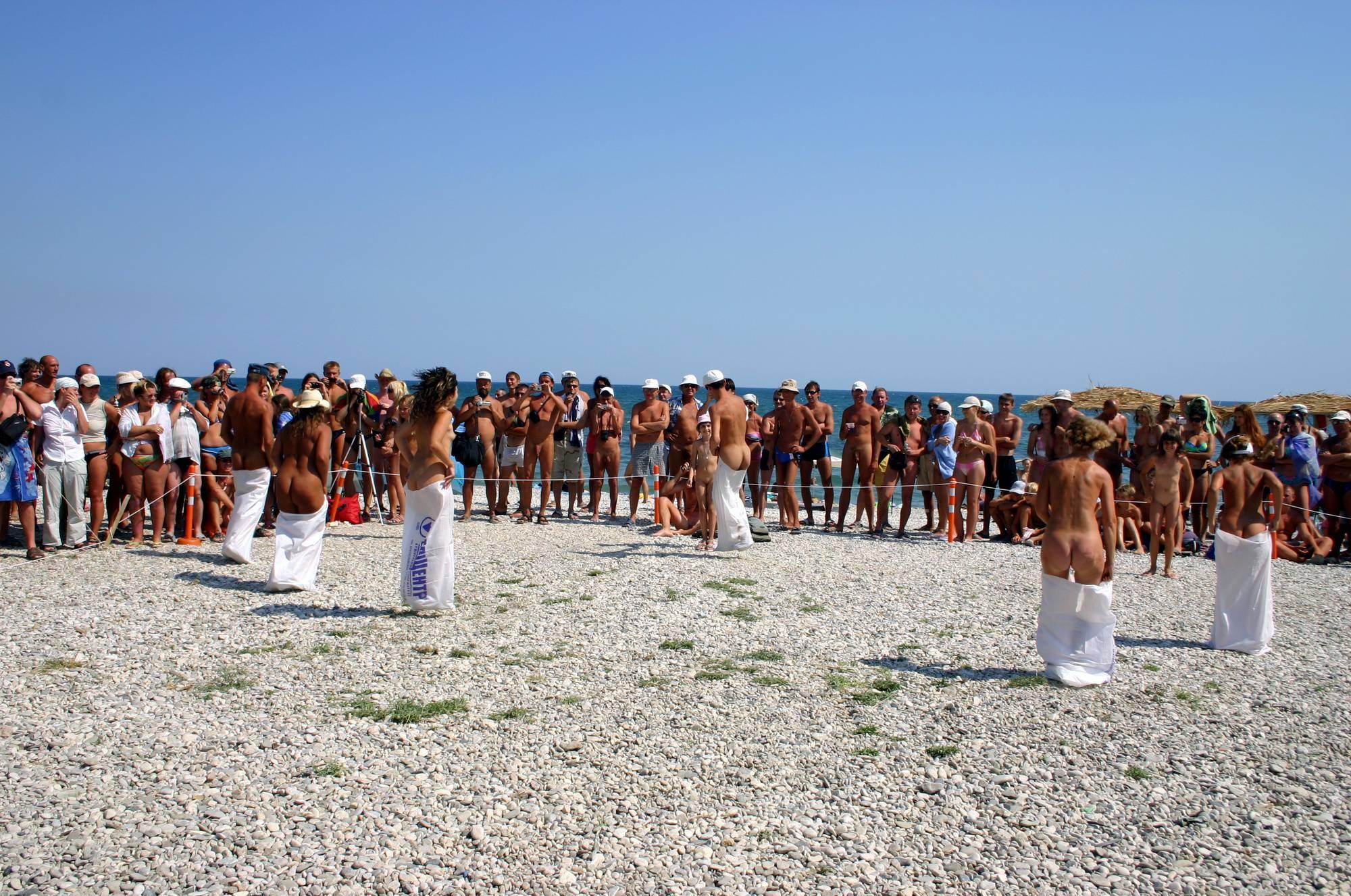 Purenudism Photos-Nude Jumping Bag Lineup - 3
