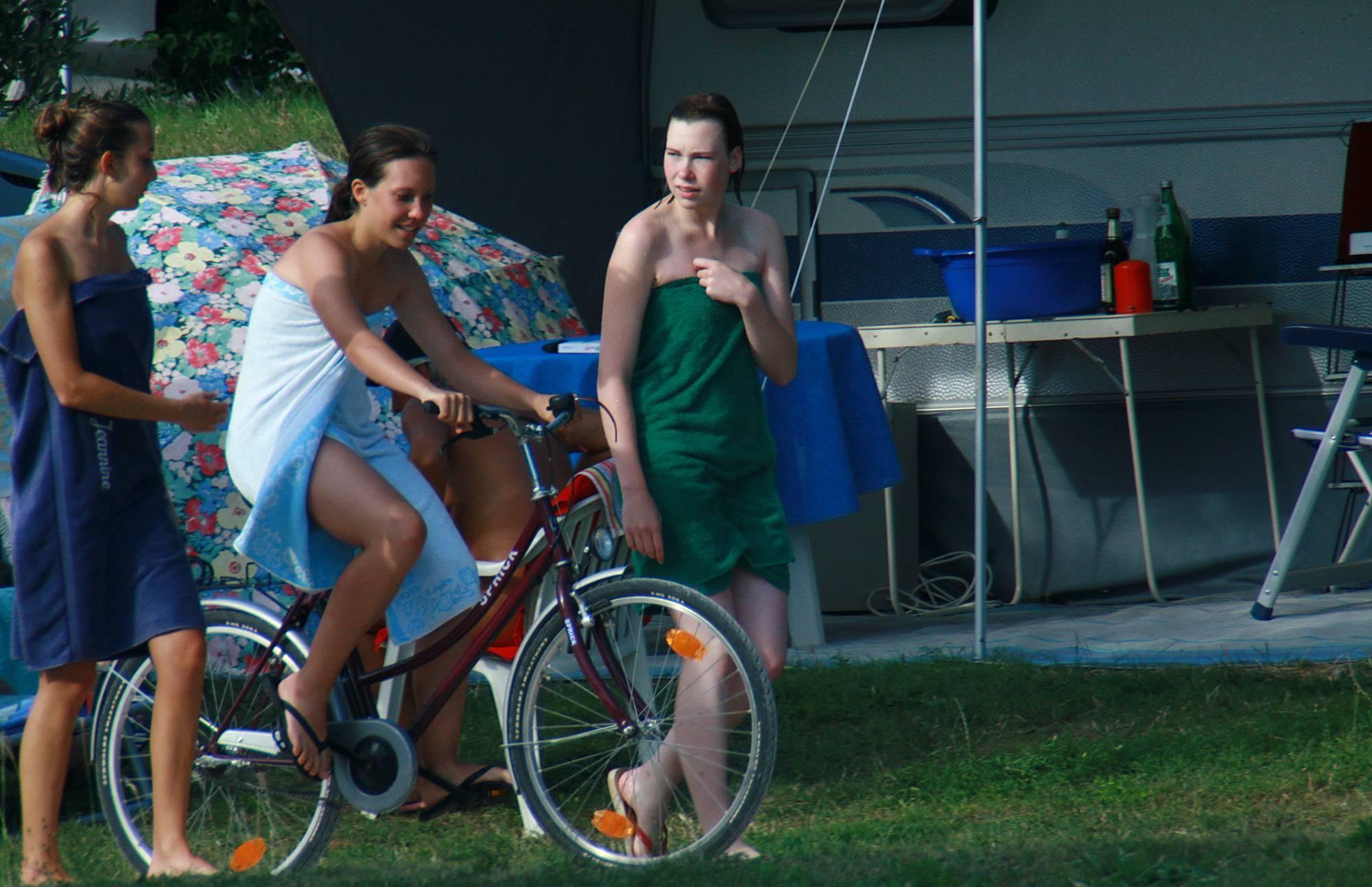 Purenudism-Colorful Towel Sun Drying - 1