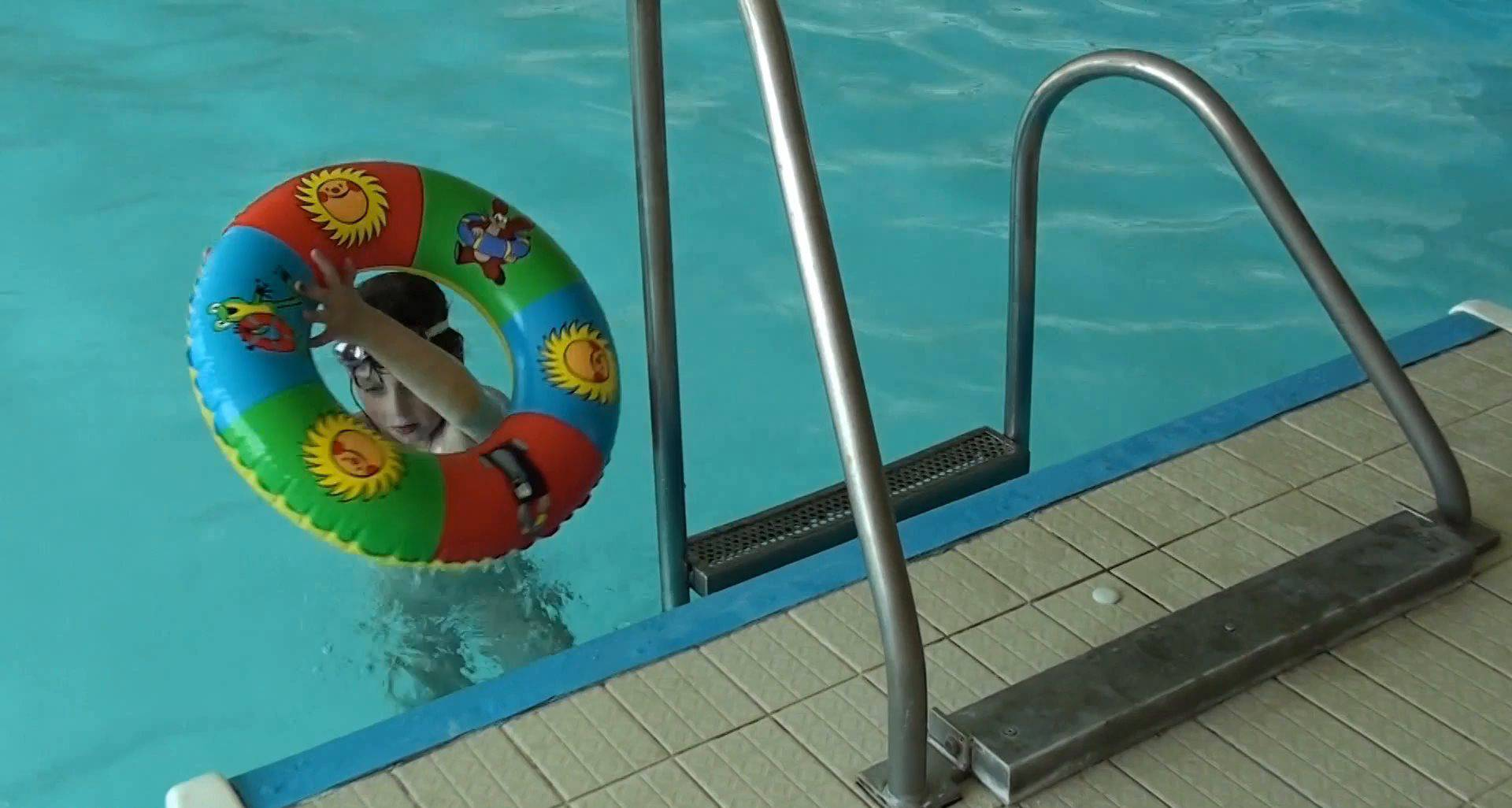 Family Waterpool Funs - 4