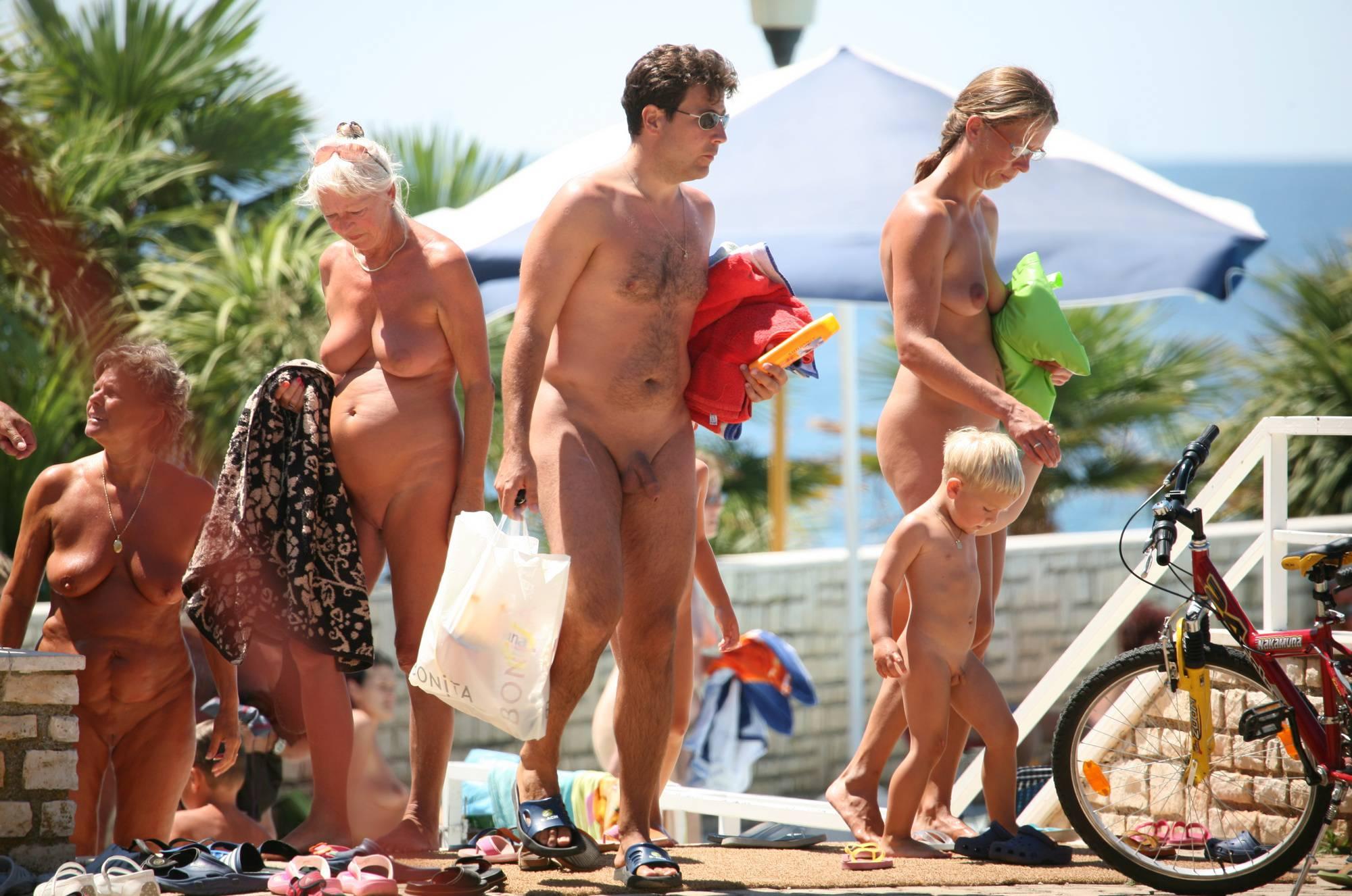 Nuda Pool Family Lifestyle - 4