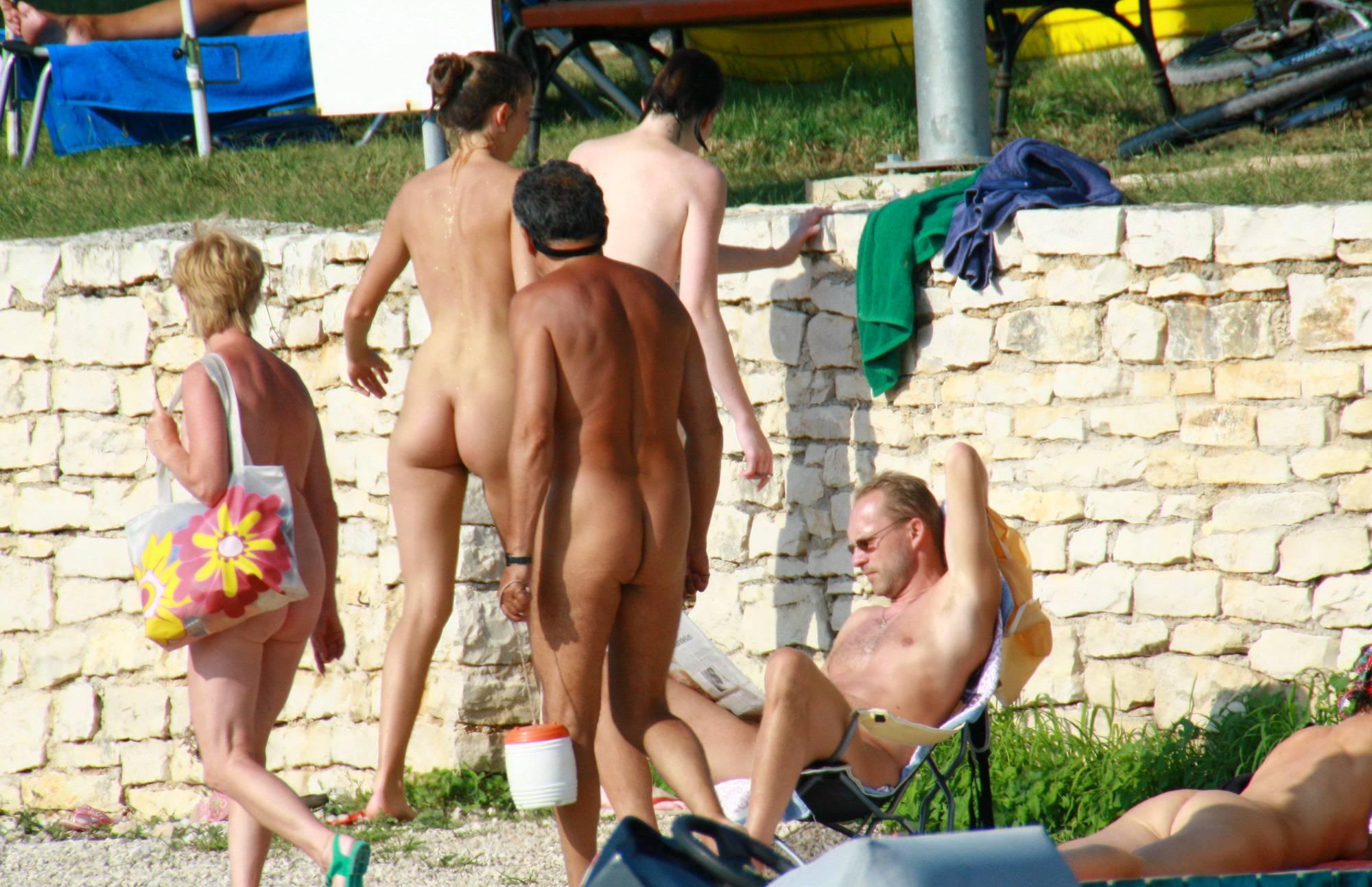 Nude Duet Girls Rail Climb - 2