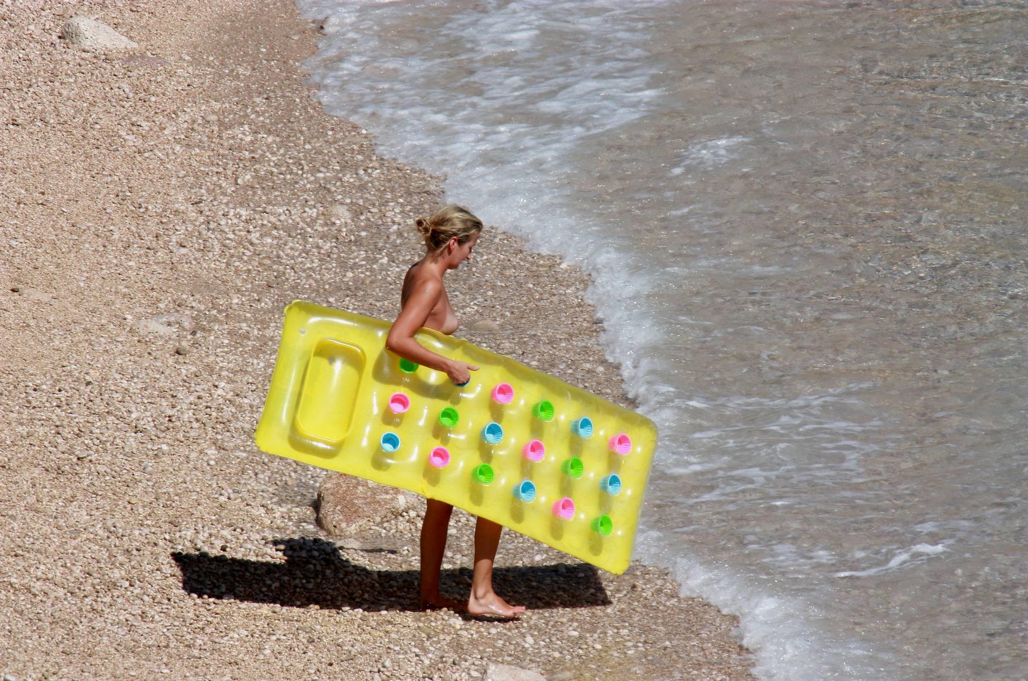 Purenudism Images-Nudist Yellow Beach Girls - 3